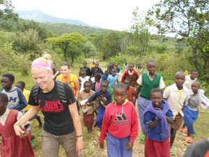 Raelynne Lee hikes with her group in Kenya (Photo courtesy Raelynne Lee)