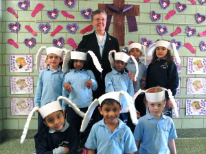 Sister Roberta with kindergartners at Our Lady of the Snows (Photo by Jim Mancari)