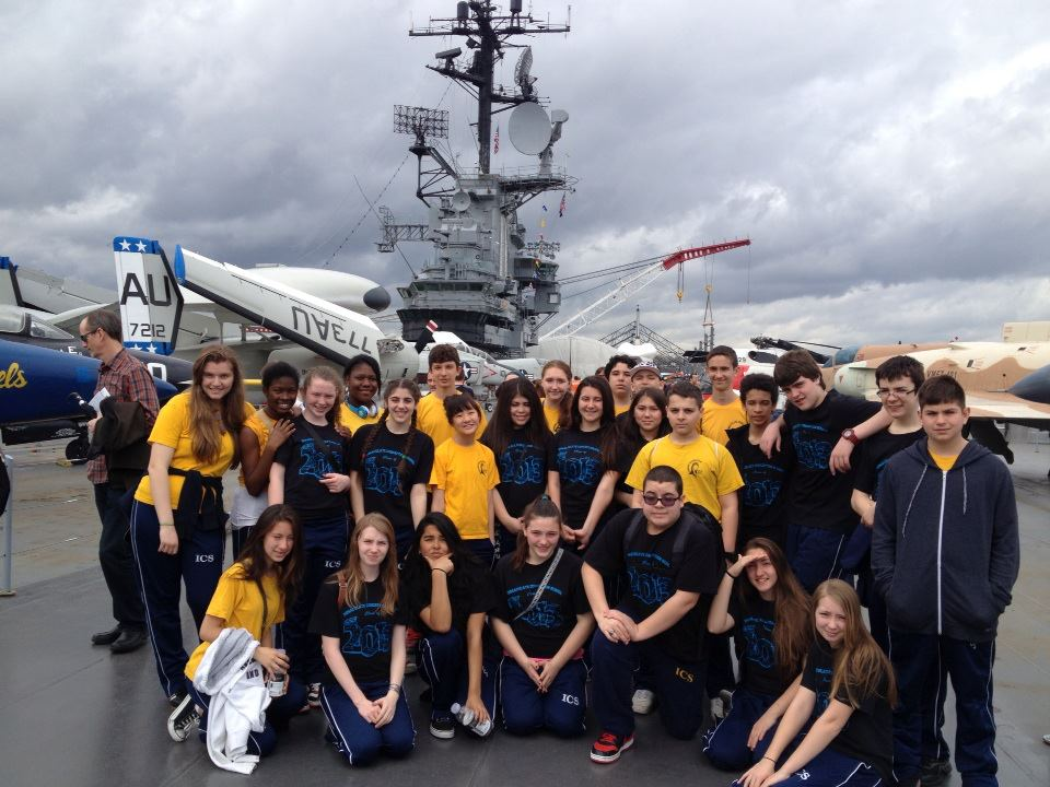 Immac_8th_Grade_at_Intrepid_Museum