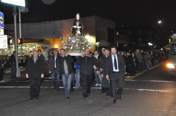 statue-in-procession