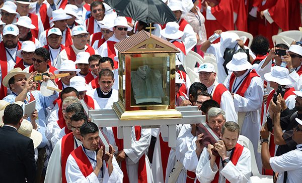 Archbishop Oscar Romero Declared A Martyr By The Pope as well Stock Photo Crowd At The Church El Salvador On Palm Sunday Semana Santa Sevilla 38977743 furthermore 303079894 further Karl Pierson Planned To Attack 5 Spots n 4461988 further Small Space Organization Crop In Style. on oscar romero at mass