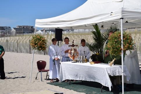 FrancisDeSales-Mass-altarServers-DSC_0174 (485x324)