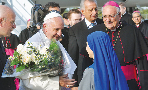 Pope Francis receives flowers at JFK
