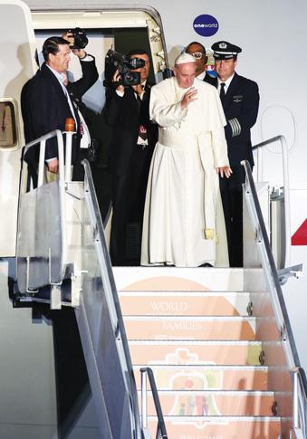 Pope-waves-goodbye