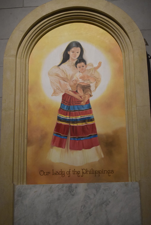 Image of Our Lady of the Philippines with the Child Jesus in the Minor Basilica and Metropolitan Cathedral in Manila. (Photos © Maria-Pia Negro Chin)