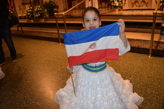 Girl with flag_DSC_1583