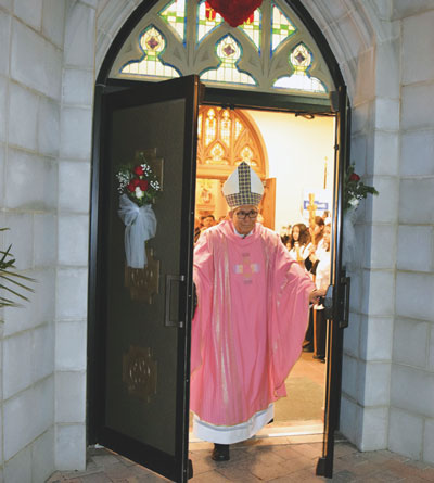 Bishop Octavio Cisneros opens the Holy Door at Our Lady of Mount Carmel Church, Astoria. (Photo by Maria-Pia Negro Chin)