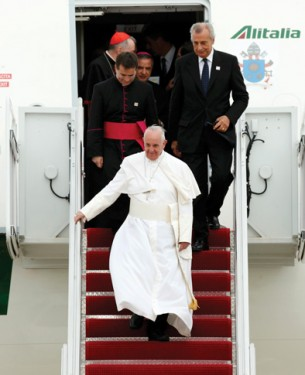 Pope-Arrives