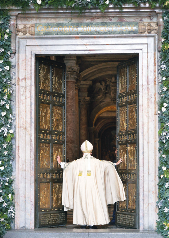 Pope Francis opens the Holy Door of St. Peter's Basilica to inaugurate the Jubilee Year of Mercy at the Vatican Dec. 8. (Photo © Catholic News Service/Maurizio Brambatti, EPA)