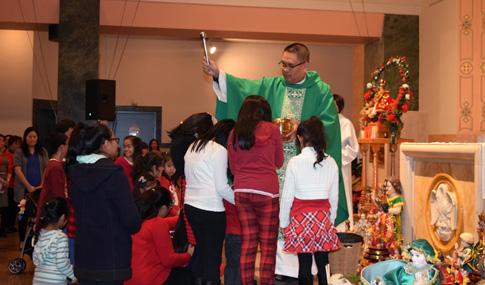 OL-Lourdes-Santo-Nino-children-blessing-DSC_1082