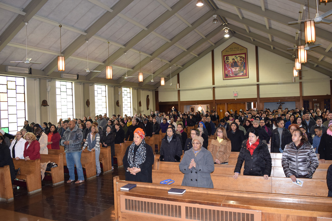 The present congregation of SS. Peter and Paul, Williamsburg, on a recent Sunday. (Photos © Maria-Pia Negro Chin)