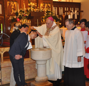 Bishop-baptizes-Chinee-man-2