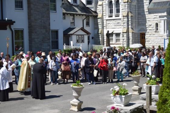 outdoors-prayers-group