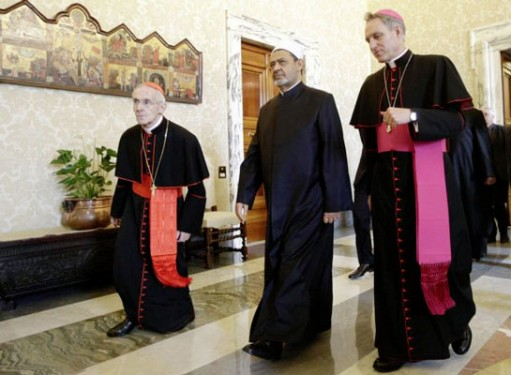 Cardinal Jean-Louis Tauran, left, is seen with Sheik Ahmad el-Tayeb, grand imam of al-Azhar mosque and university, and Archbishop Georg Gaenswein at the Vatican May 23. (Photo: Catholic News Service/ Reuters pool via EPA)