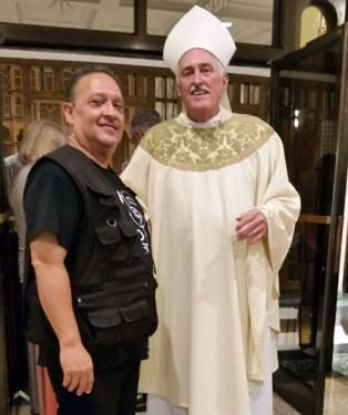 Anibal Macho Cordero welcomes Bishop Tiedemann (courtesy Anibal Macho Cordero)