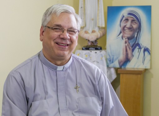 mother-teresa-priest