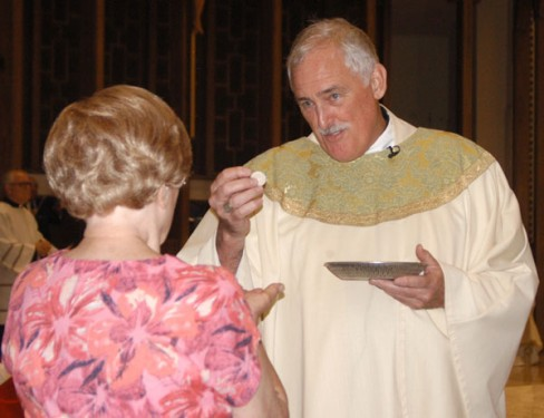 Bishop Tiedemann distributes Holy Communion (Photo: Marie Elena Giossi)
