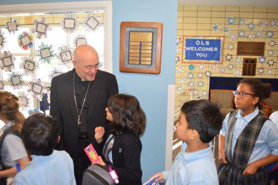 Massa greets kids