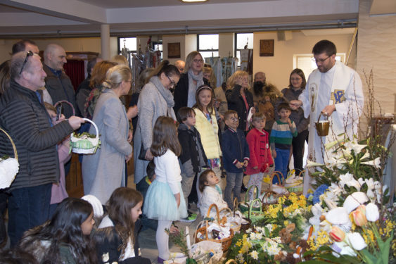 Father Stanislaw Choragwicki, C.M., blessed baskets of food on Holy Saturday at St.  Stanislaus Kostka Church in Greenpoint. (Photo Zosia Zeleska-Bobrowski)