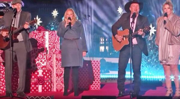 James Taylor, Kim Taylor, Garth Brooks, and Trisha perform holiday favorites.